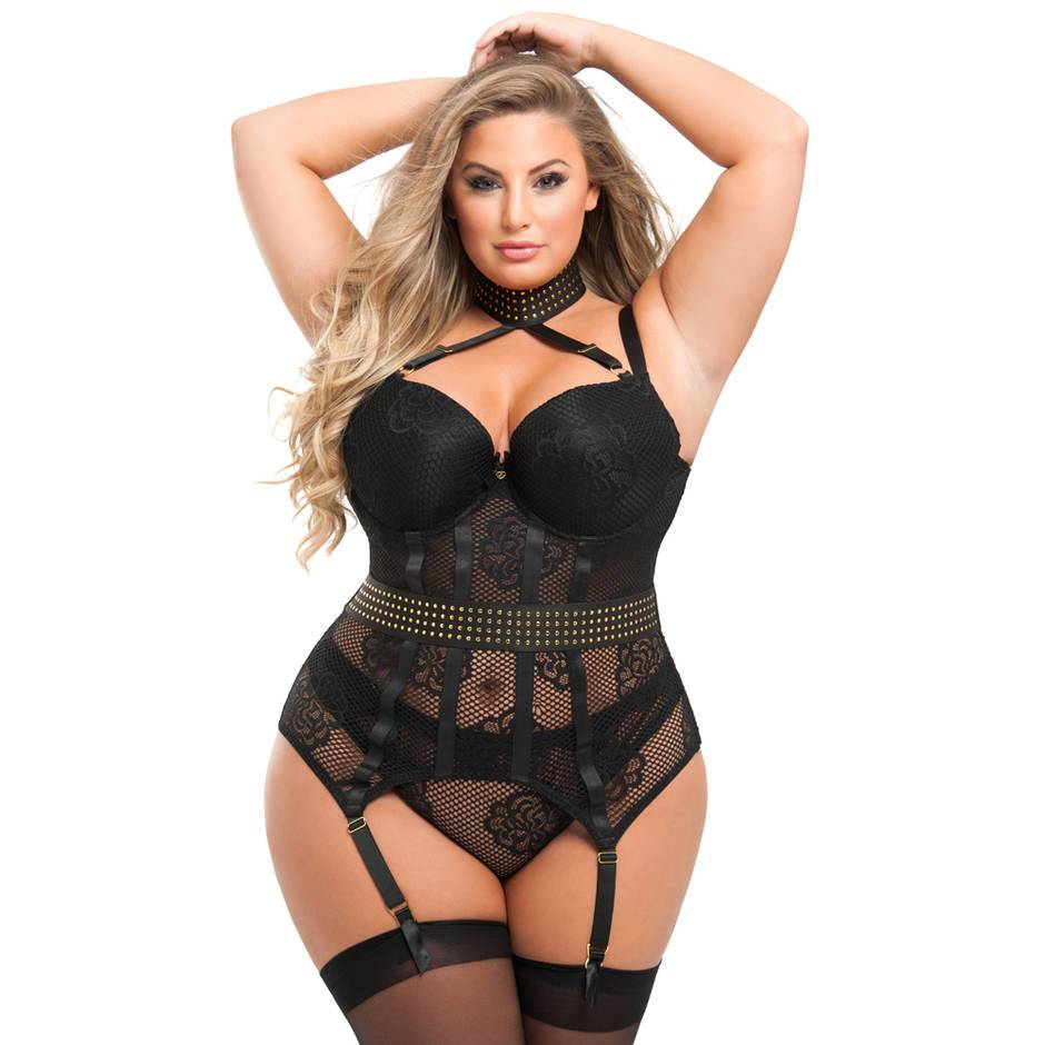 A pretty curvy woman in the Rendezvous plus-size lingerie set from Lovehoney