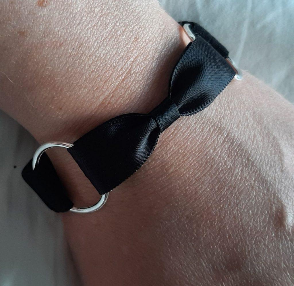 Tyelet bow tie bracelet