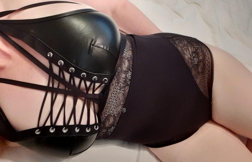 Amy wearing the Lovehoney Hourglass black shaping bodysuit